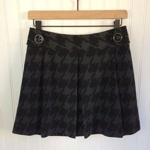 NWOT Express Pleated Black/Gray Mini Skirt Size 0